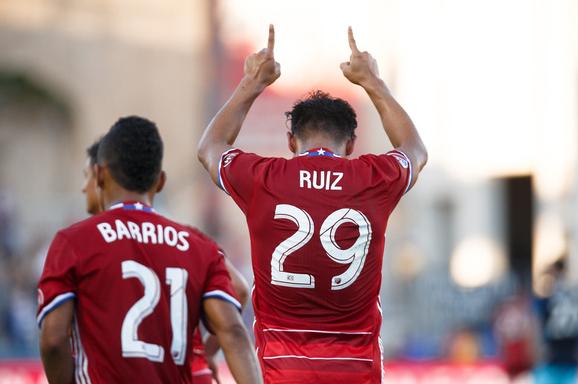 Carlos Ruiz 29