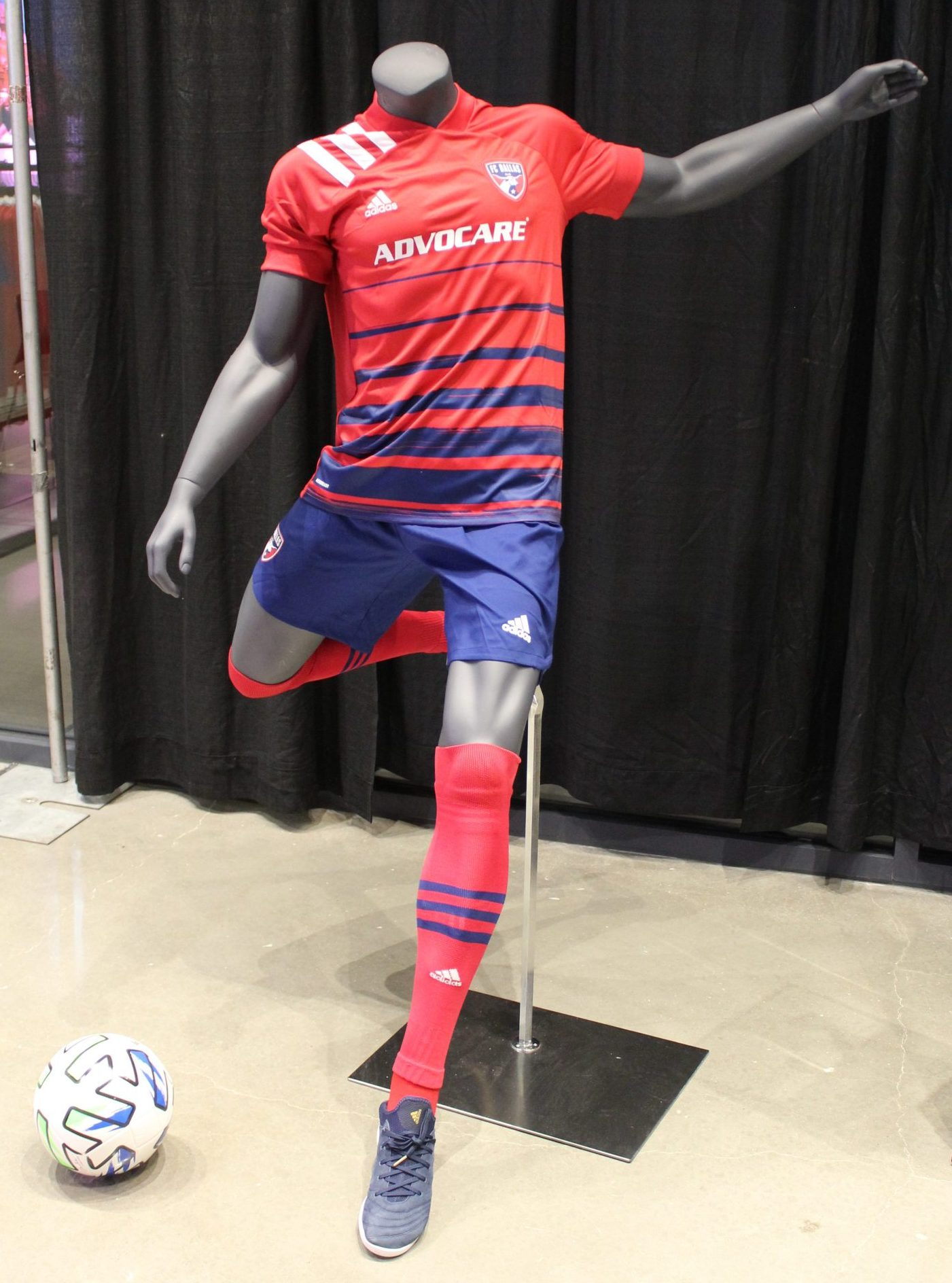 A mannequin at Soccer90 displays the full 2020 FC Dallas kit with a replica version of the jersey - Dan Crooke