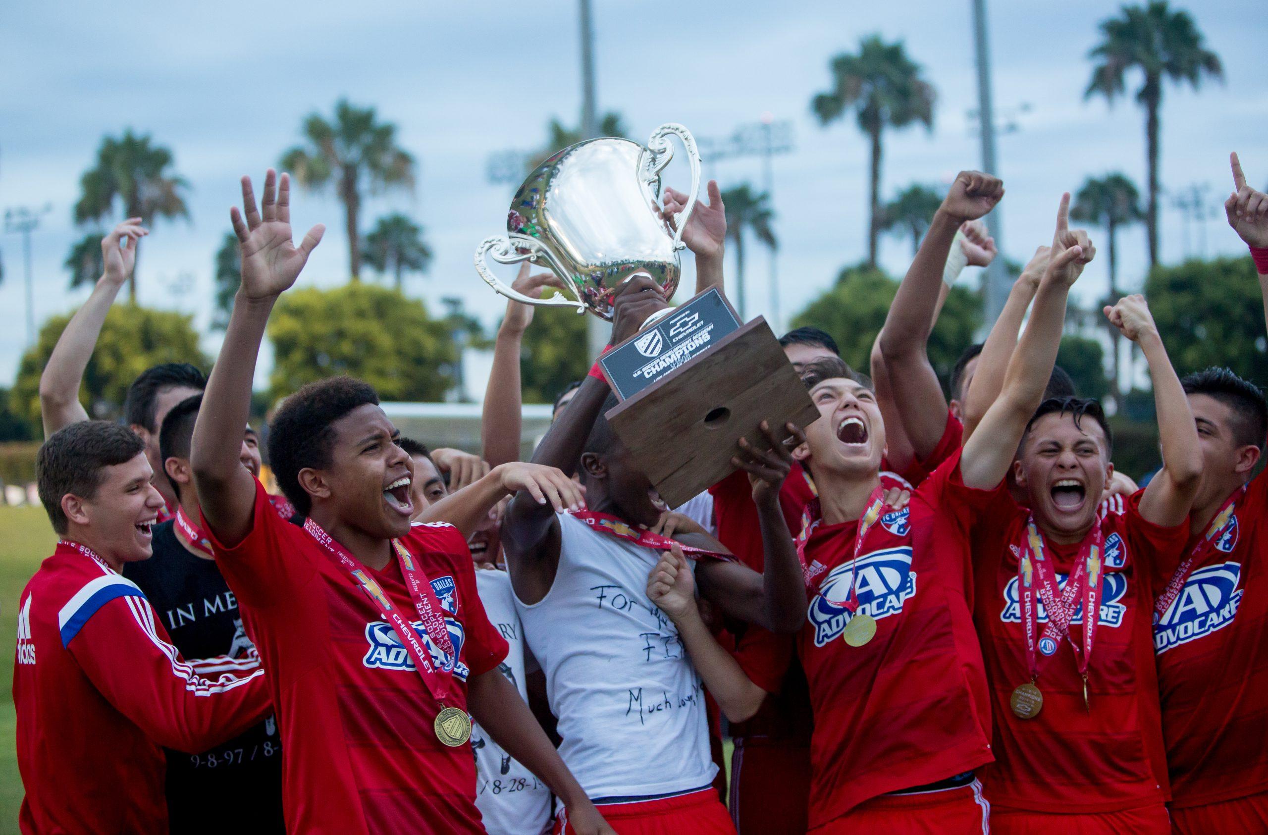 Academy-U16-Championship-2015-FCD-trophy
